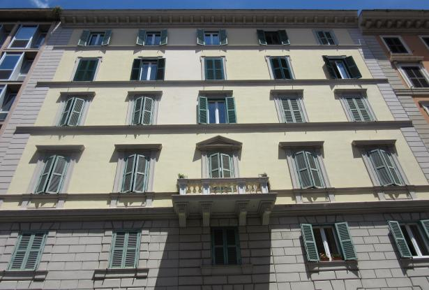 Rome top floor apartment with rooftop terrace. ref.01r 0