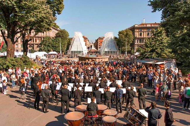 Flashmob by La Scala's Philharmonic Orchestra