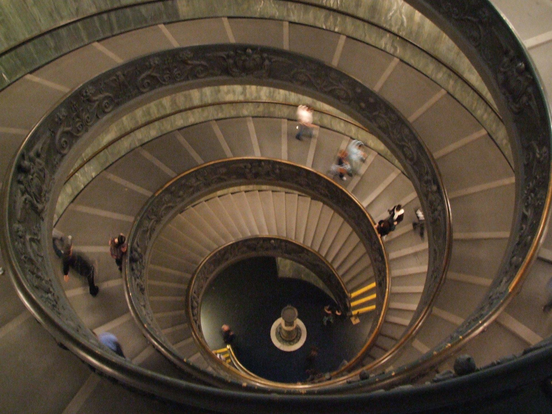 Лестница момо в музее ватикана